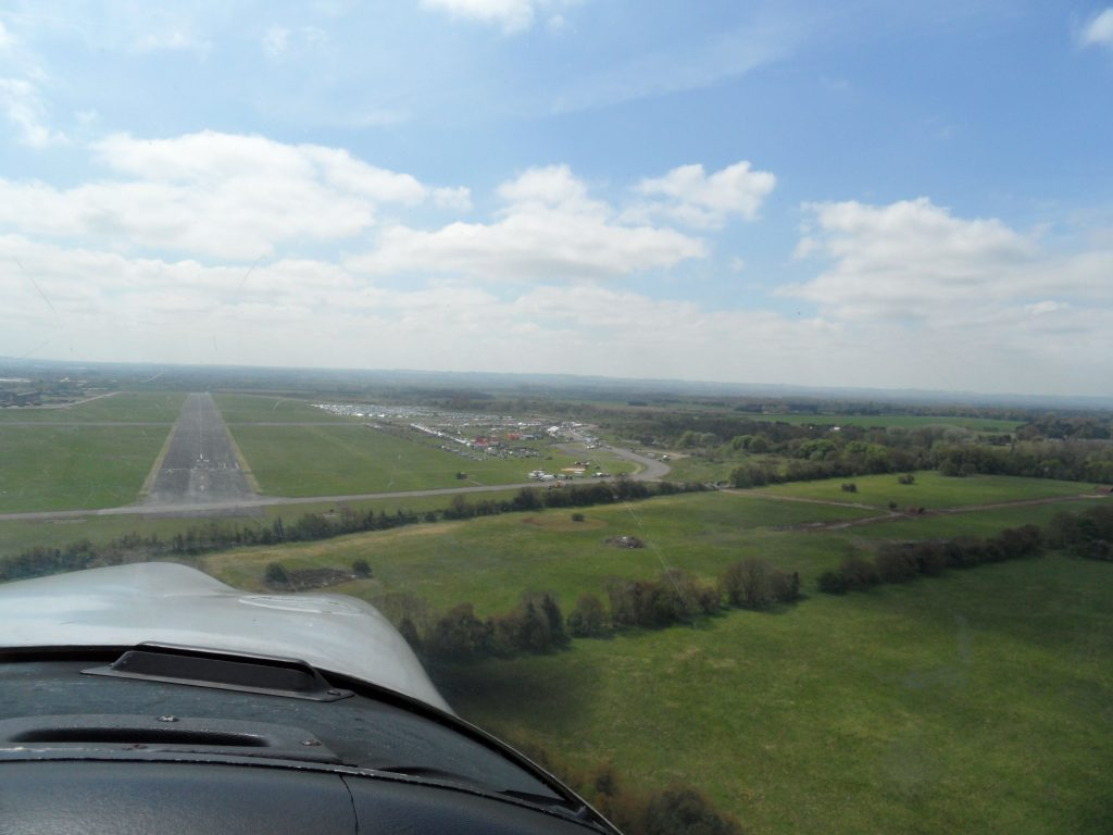 Final approach into Abingdon, parking and attractions on the right